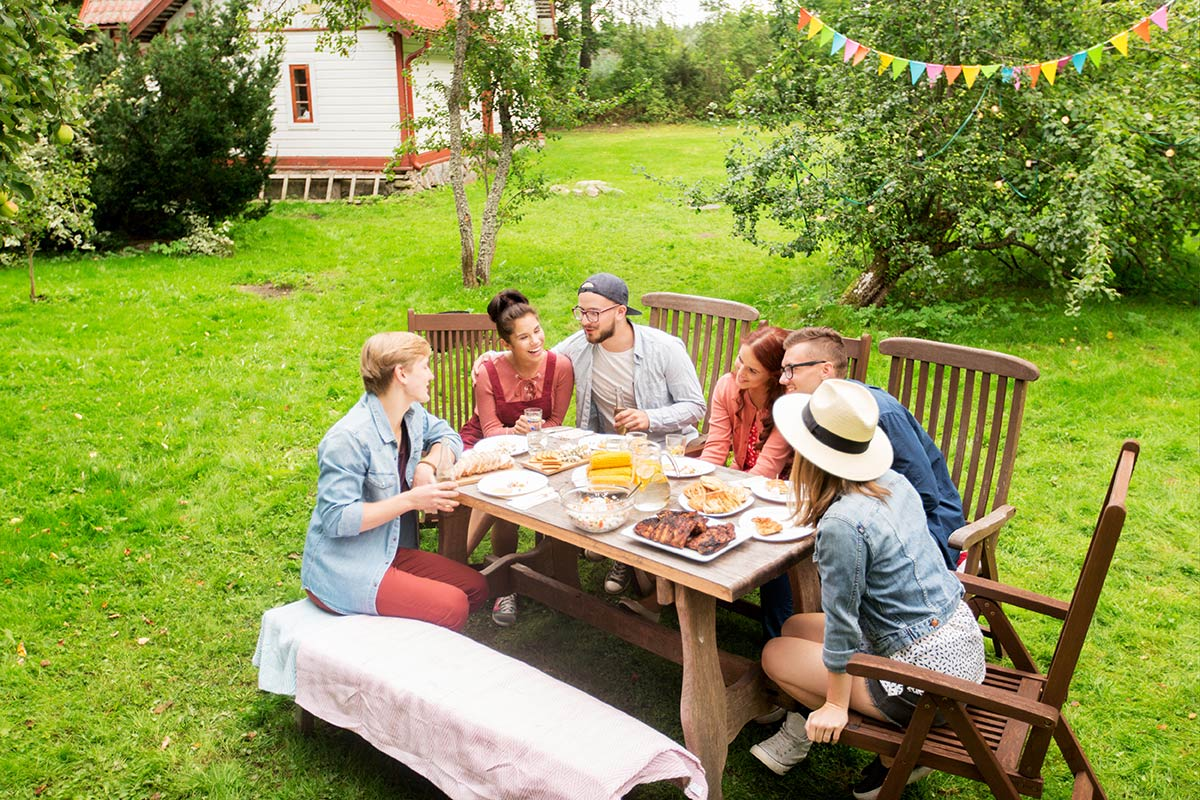How You Can Host The Ultimate Summer Picnic Lee S Famous